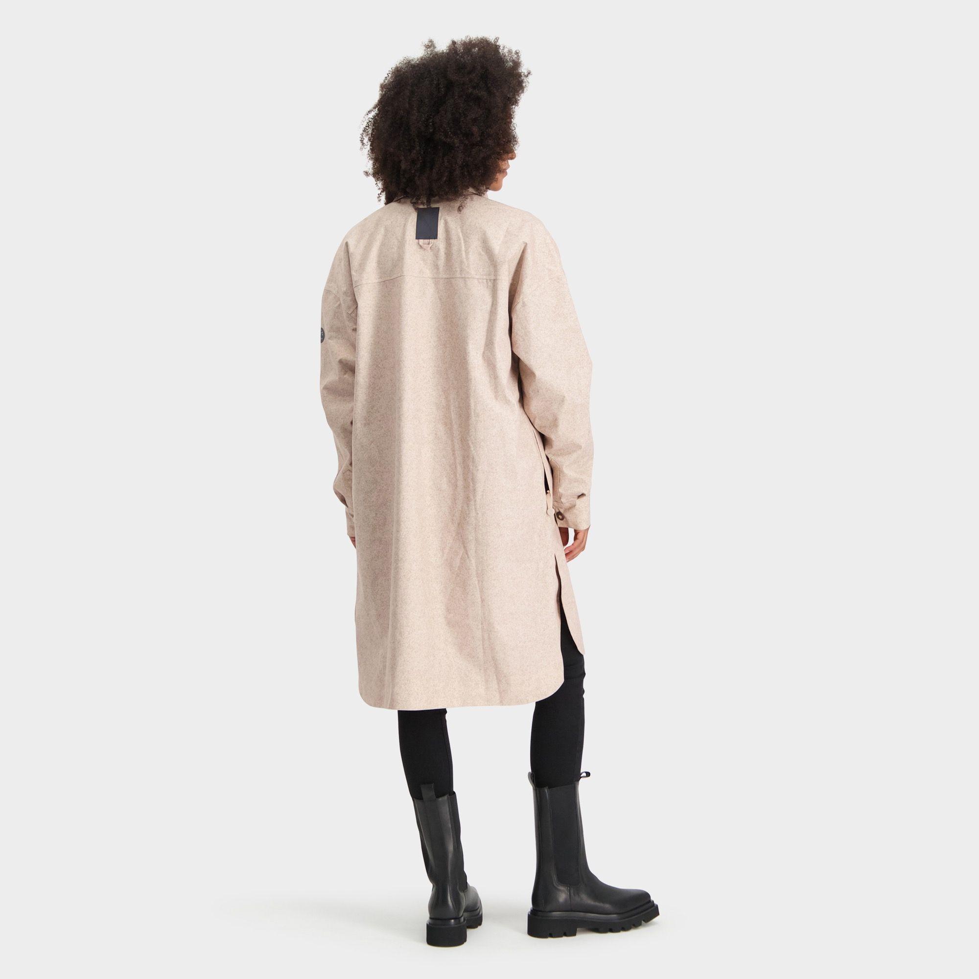 Oversized Rain Shirt Urban Outdoor Dames fit example